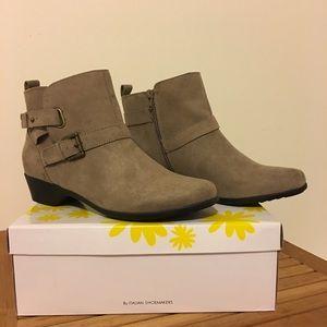 Italian Shoemakers NWB Hills Buckle Bootie 9.5M